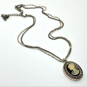 🆕Vintage Double-Strand Cameo Necklace